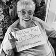 80-летняя Джози Димплс хочет набрать 80 тыс. подписчиков в Twitter перед смертью